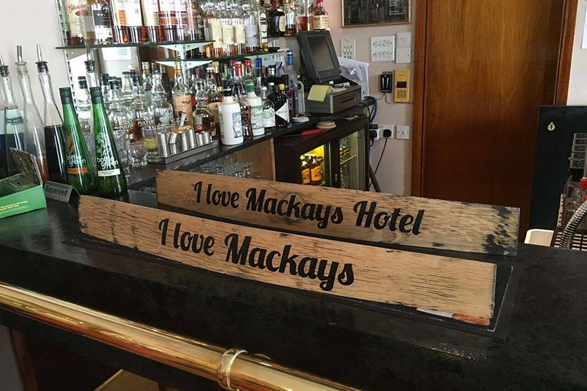 mackays-hotel-bar